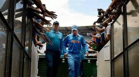 धौनी ने की अंतरराष्ट्रीय क्रिकेट से संन्यास लेने की घोषणा, झारखण्डियों के दिल टूटे, हेमन्त ने BCCI से फेयरवेल मैच रांची में कराने की अपील की