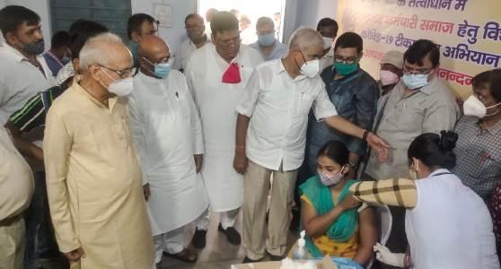 धनबाद की घटनाः एक दलित ने दलितों को जगाया, पूर्व में इनकार कर रहे लगभग 250 दलितों ने कोरोना वैक्सीन ली