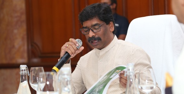 जिन उद्योगपतियों को झारखण्ड में रुचि नहीं उसे लाने के लिए गणेश परिक्रमा और जो झारखण्ड में पूंजी लगा चुके हैं, उनके लिए CM हेमन्त के पास समय नहीं