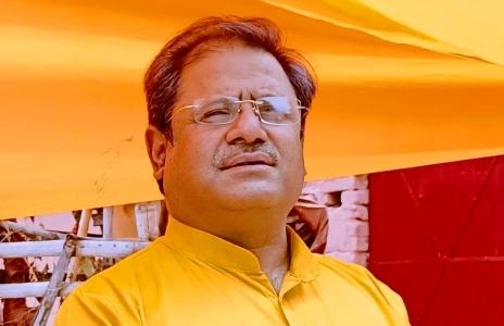 अभिनन्दन अभय मिश्रा को, जो सत्ता-सरकार-माफिया-पुलिस द्वारा रचे षडयंत्र व 40 मुकदमें झेलने के बावजूद विवेकानन्द विद्या मंदिर की रक्षा के लिए चट्टान की तरह खड़े हैं