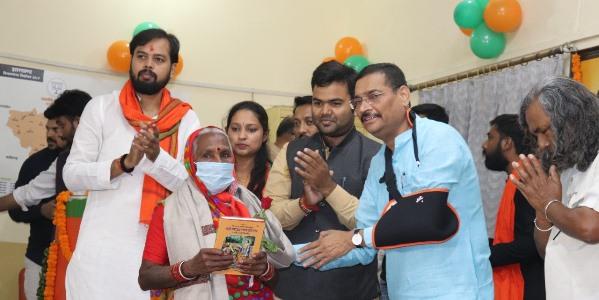 प्रधानमंत्री नरेंद्र मोदी के जन्मदिन के उपलक्ष्य में भाजपा प्रदेश कार्यालय में सेवा और समर्पण कार्यक्रम का शुभारंभ